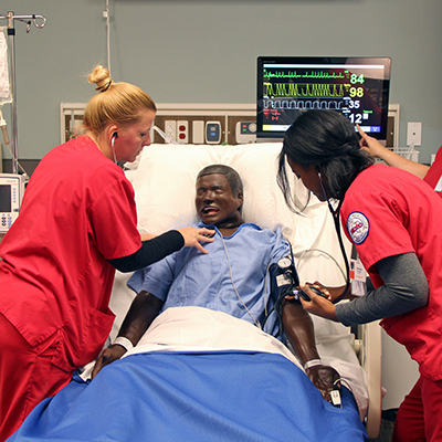 Nursing students training in the Simulation Center.